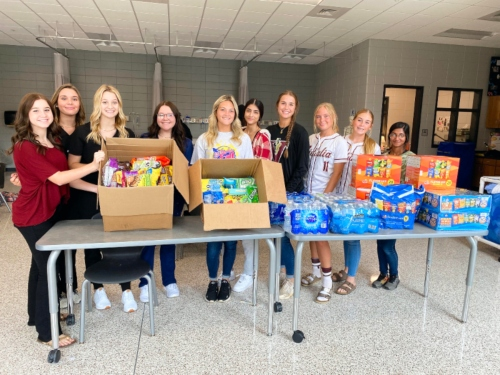 HOSA Members Give Back to Healthcare Workers