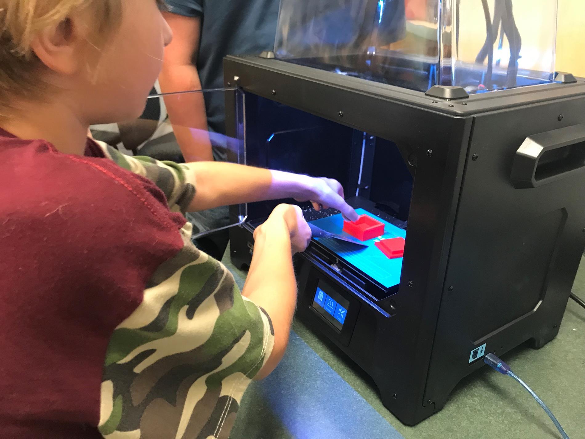 Student using 3D Printer