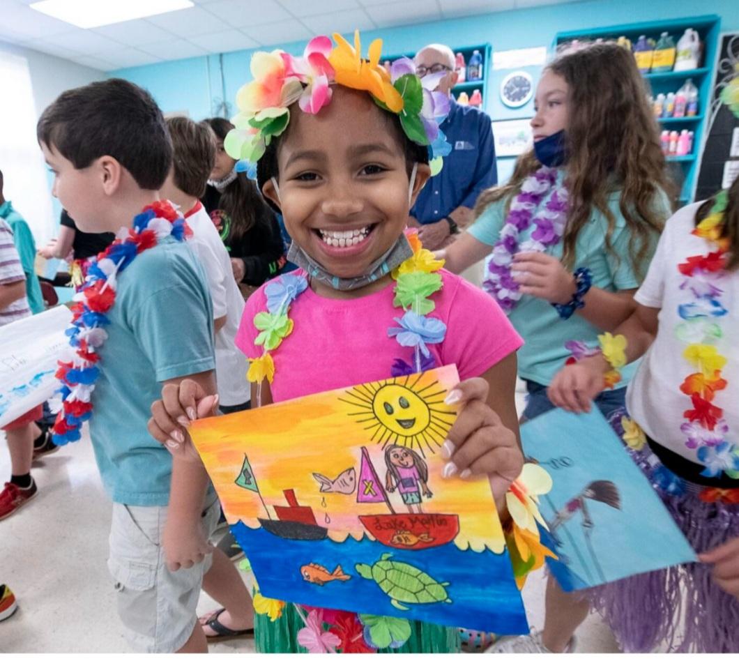 The winner of the Celebrate Lake Martin holds her artwork.