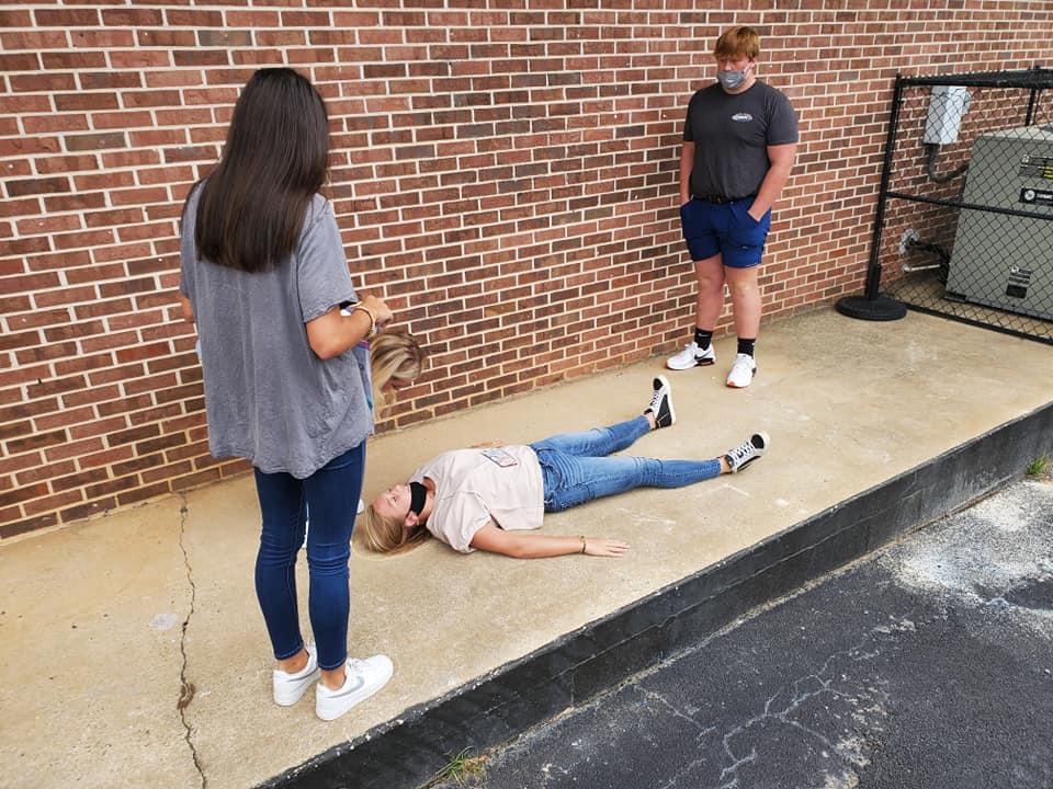 Anatomy class tracing chalk bodies