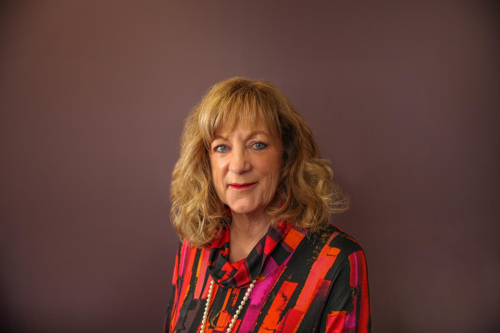 Linda-Housewright